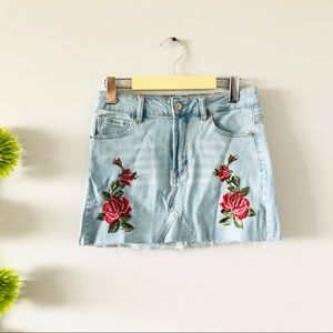 🟡2/$30 | Embroidered jeans skirt